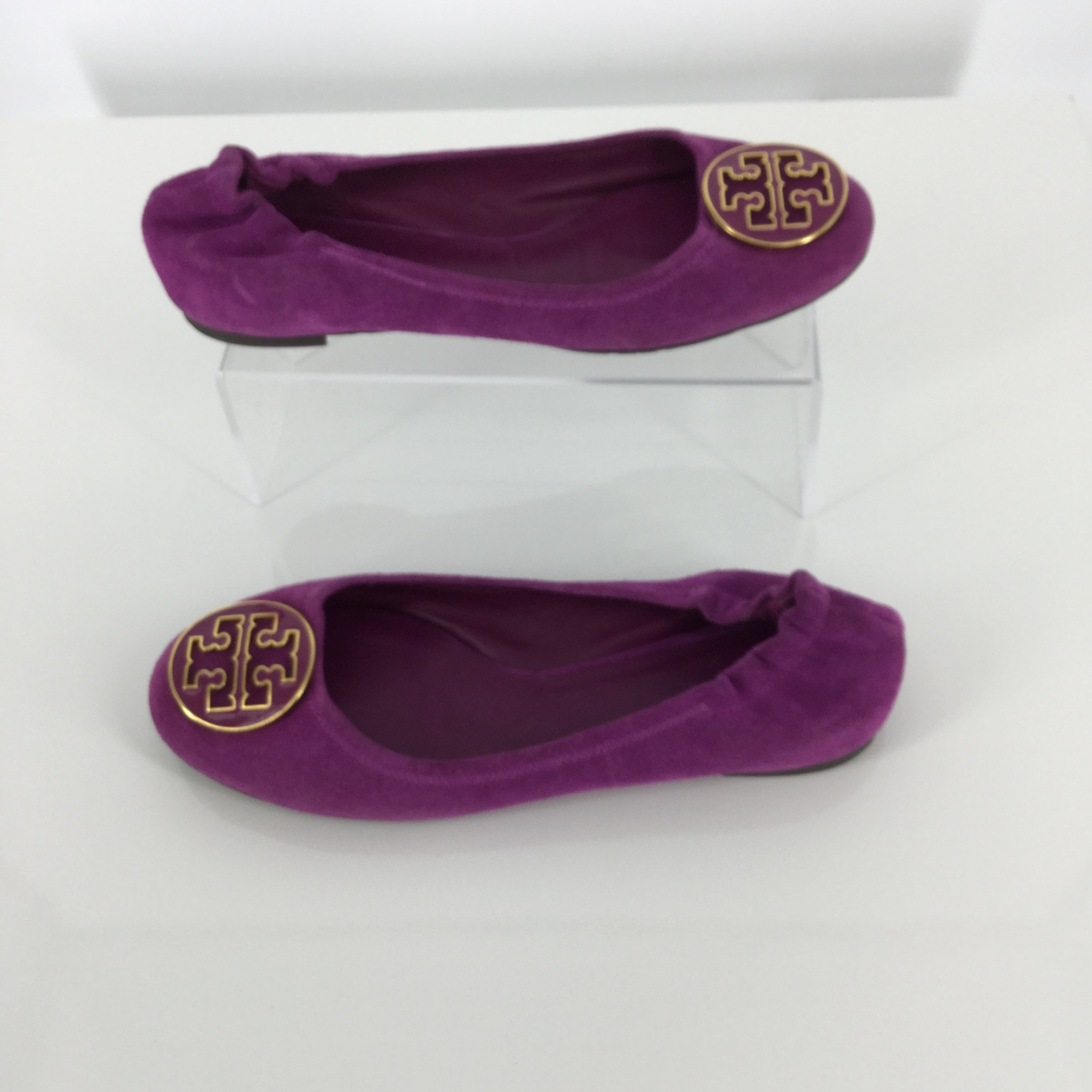 SHOES, - BEAUTIFUL, RICH FUCHSIA COLORED TORY BURCH FLATS WITH ICONIC TB MEDALLION. ELASTIC BACK AND SLIGHTLY PADDED FOOT BED FOR COMFORT. THESE CUTE FLATS ARE IN LIKE NEW CONDITION AND WILL BE PERFECT FOR SPRING!
