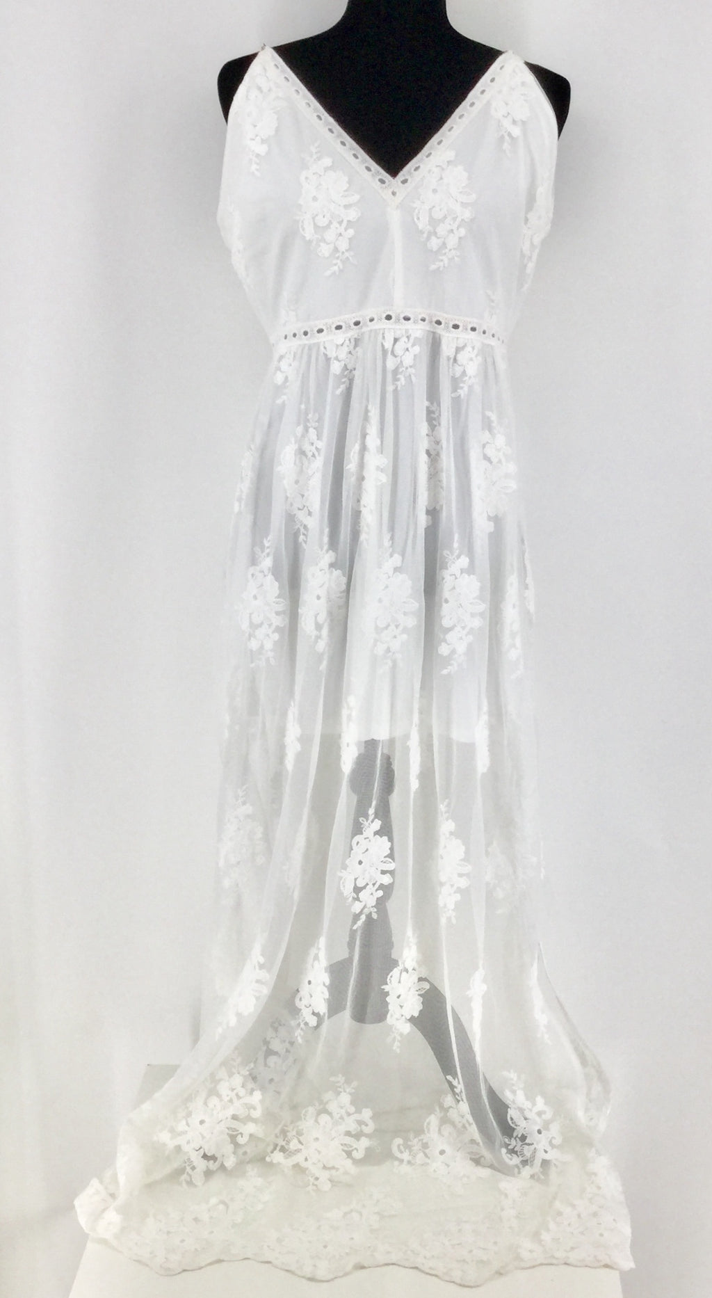 NEW WITH TAGS! Long White Lace Socialite Maxi Dress Size: XL