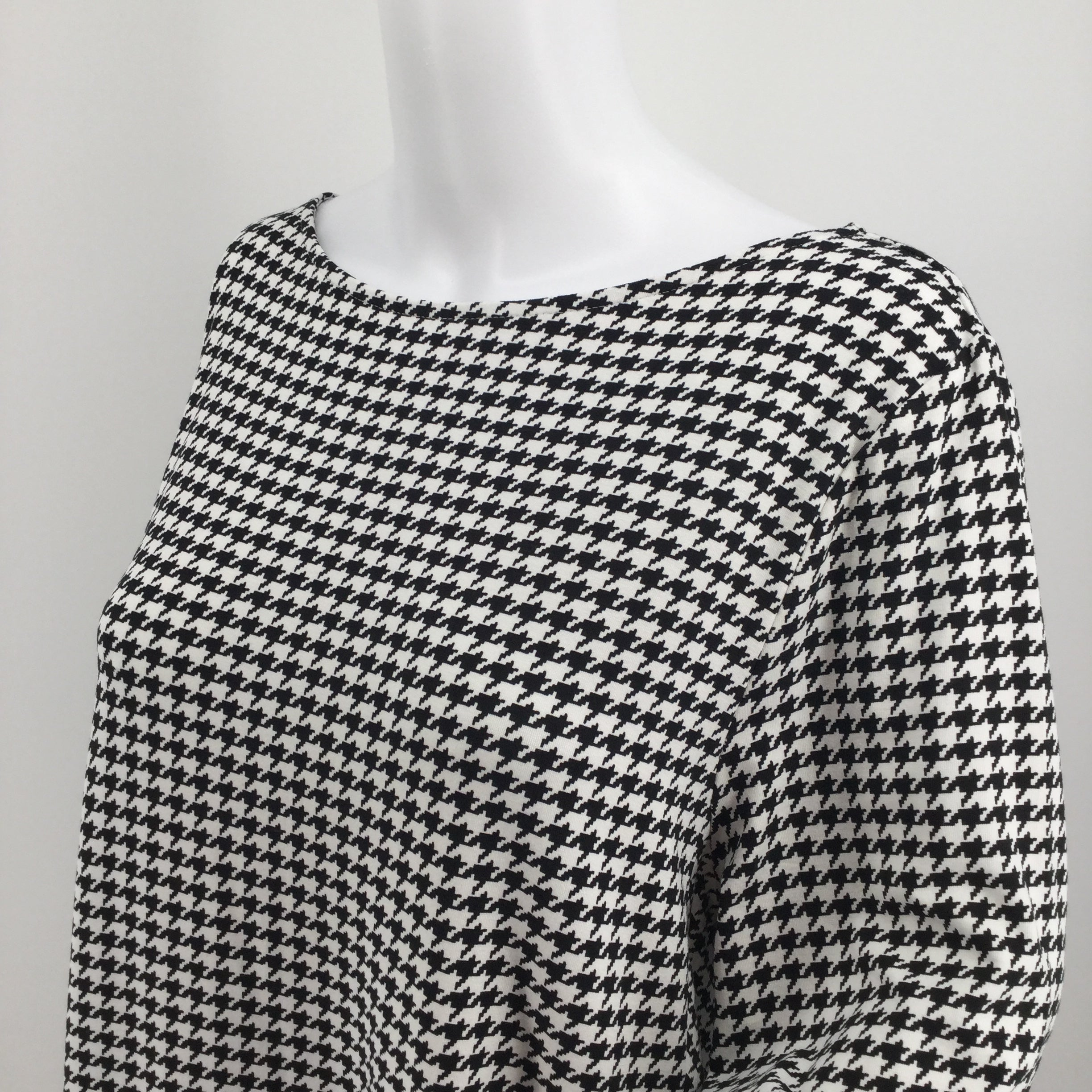 J Jill - THIS AMAZING SOFT AND STRETCHY J JILL DRESS IN A HOUNDSTOOTH PRINT IS BRAND NEW WITH TAGS ON AND JUST WAITING TO BE ADDED TO YOUR COLLECTION.