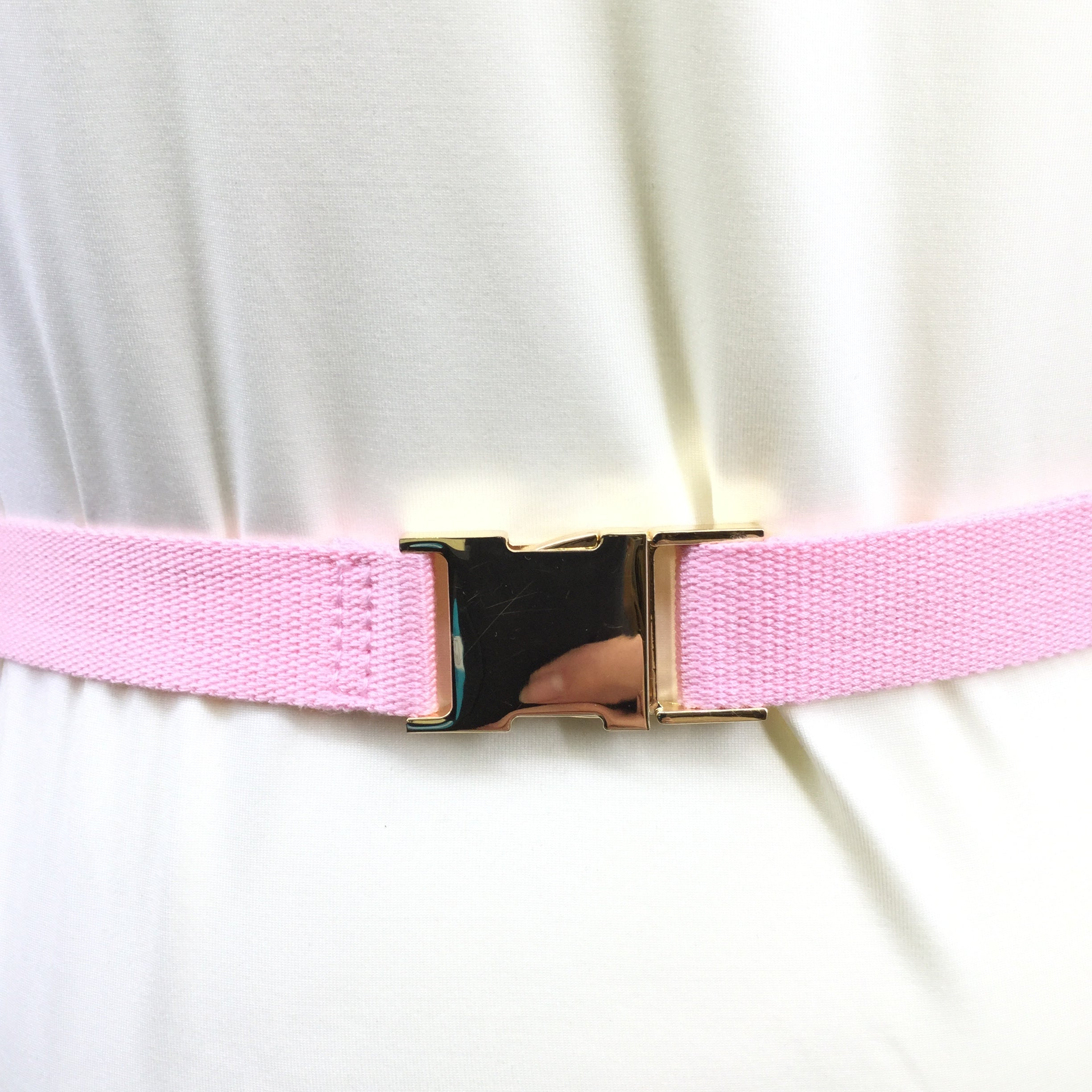 LILLY PULITZER FANNY PACK SIZE:SMALL - PINK AND GREEN LILLY PULITZER FANNY PACK. GOLD HARDWARE. ADJUSTABLE.