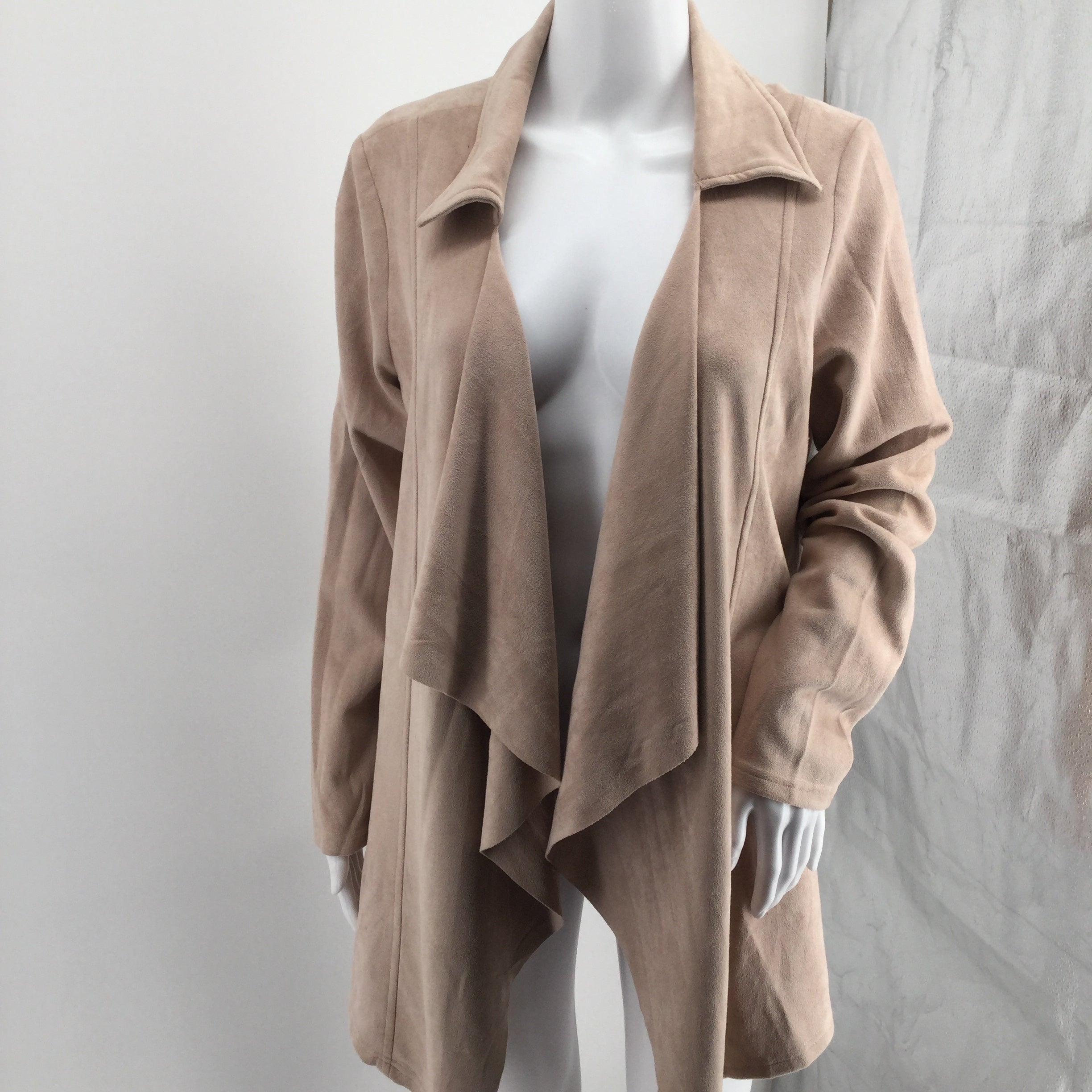 Charlie Paige - A TRENDY LIGHT DUSTY PINK CARDIGAN FROM CHARLIE PAIGE THAT IS PERFECT FOR NIGHT OR DAY AND KEEP YOU LOOKING CUTE WHILE KEEPING YOU WARM WITH THE SILKY SOFTNESS.