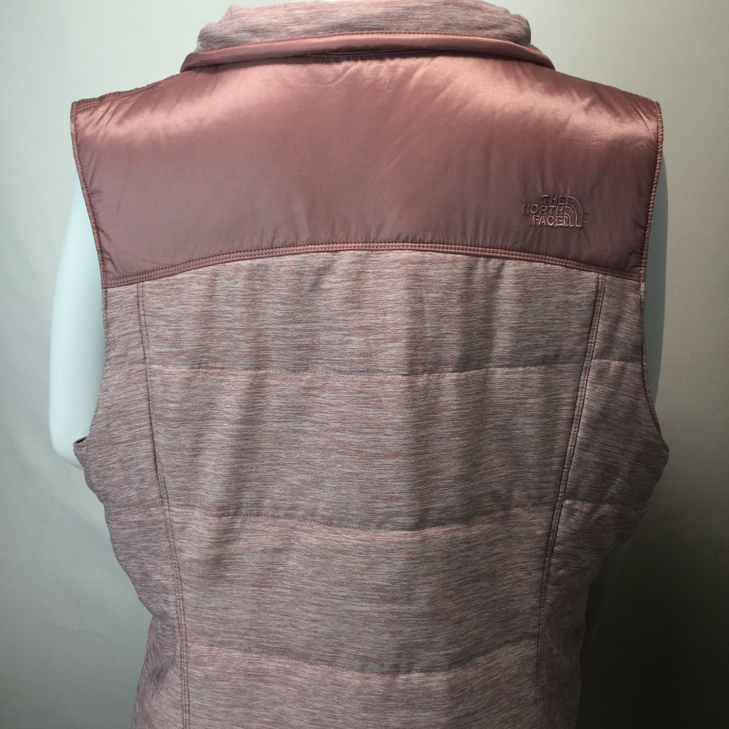 APPAREL,TOPS - MAUVE NEW NORTH FACE POLY FILLED TRAINING VEST FOR EARLY SPRING WORKOUTS. HAS TWO FRONT SLIP POCKETS AND ZIP FRONT.