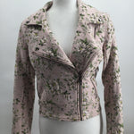 Blank NYC jacket - LIGHT PINK FLOWERED BLANK NYC JACKET. HAS TWO ZIPPERED SIDE POCKETS WITH A ZIPPERED FRONT.