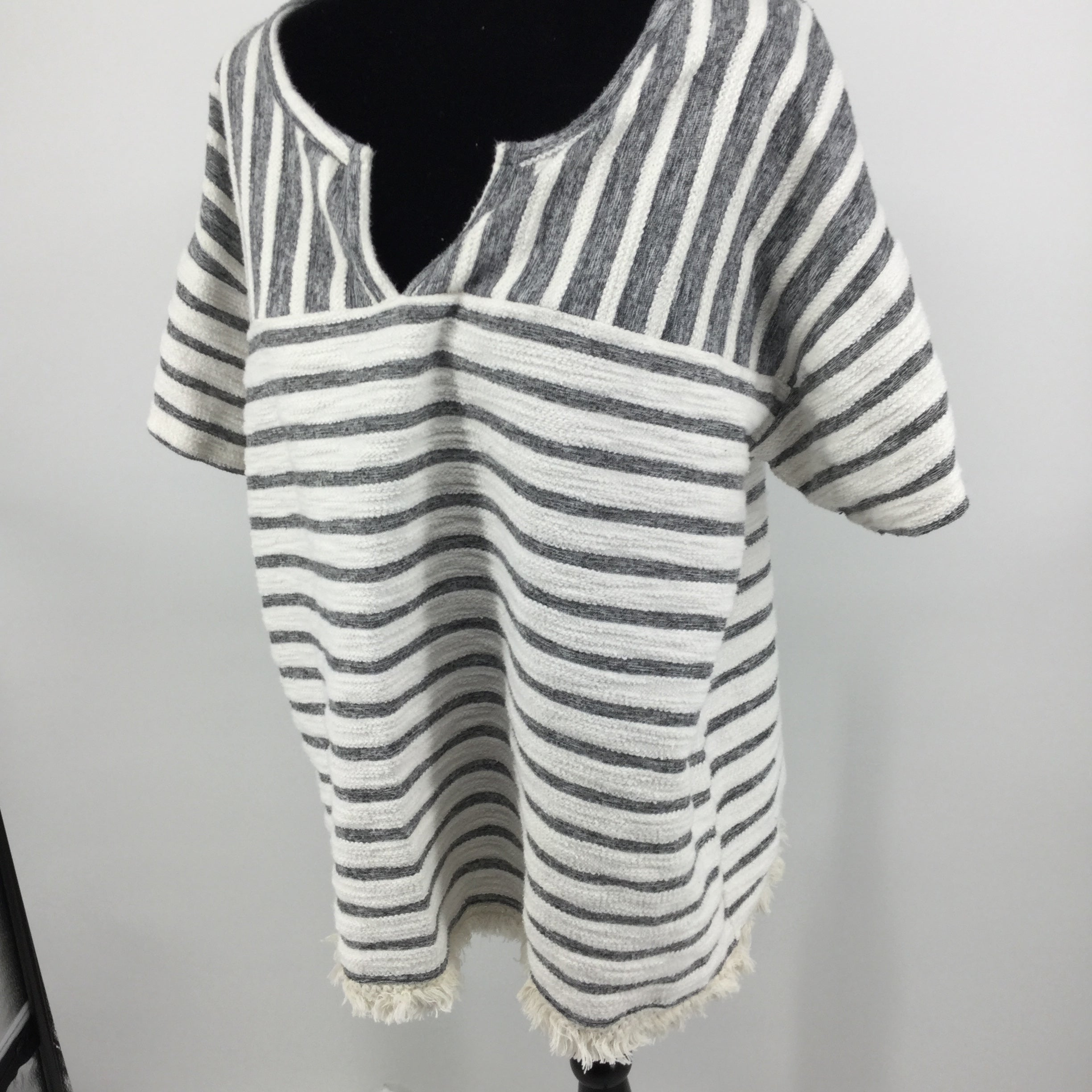 APPAREL,TOPS - COOL COMFORT IN THIS ANN TAYLOR LOFT LOUNGE TOP WITH FRINGE HEMLINE