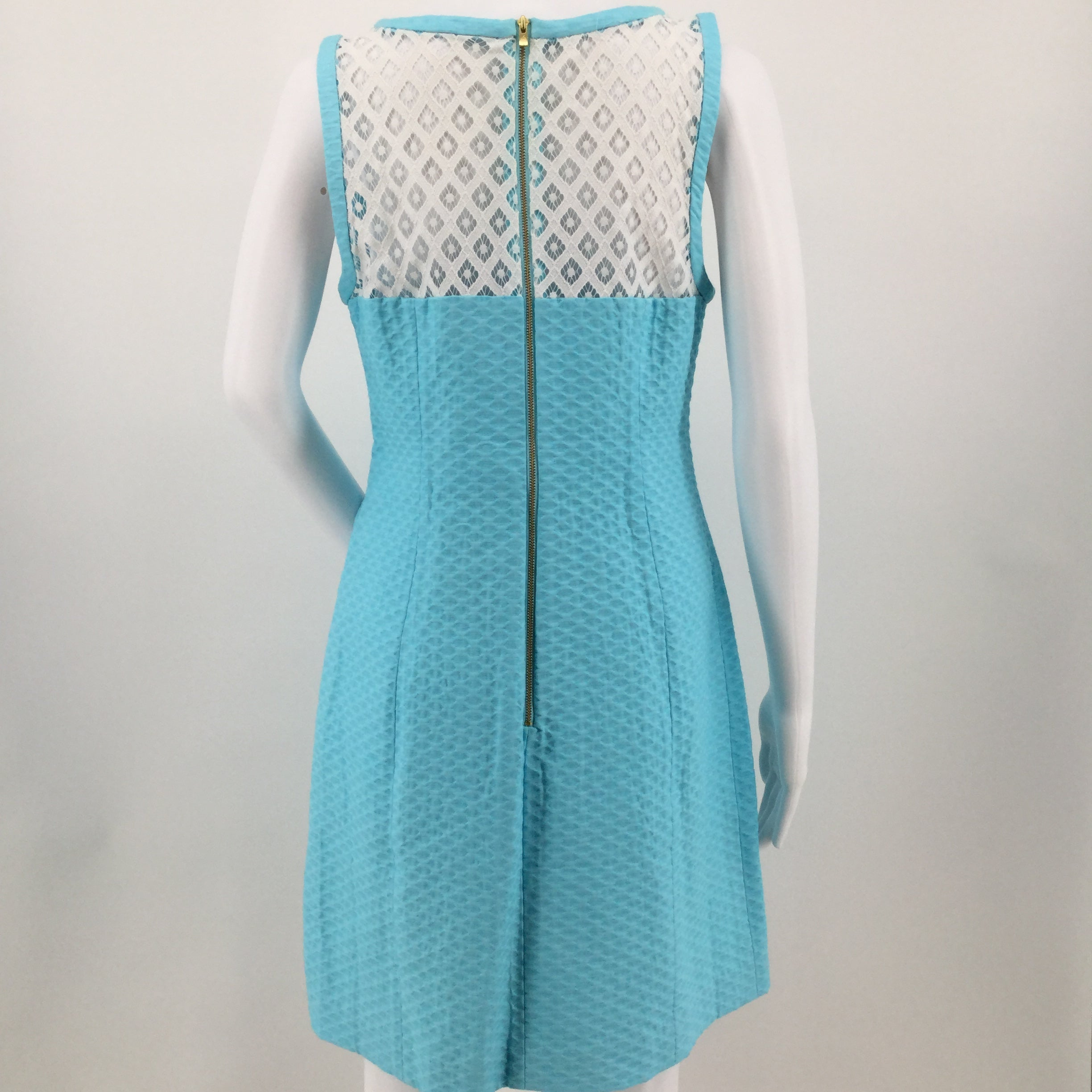 APPAREL,DRESSWEAR - VANDALIA SHIFT STYLE LP SLEEVELESS DRESS IN SERENE BLUE. SIZE 8. COTTON, NYLON. DRY CLEAN.