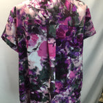 Simply Vera Floral Short Sleeve Top Size 2X - PURPLE FLORAL PRINT TOP WITH BUTTON DETAIL AND POCKET.VERY NICE LONGER LENGTH GOOD FLATTERING CUT.