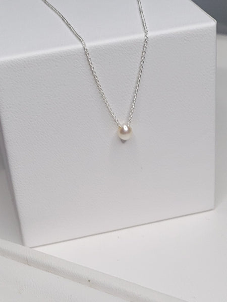 Soft Glam Tiny Pearl Necklace