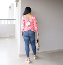 Load image into Gallery viewer, Peach Floral Printed V Back Top