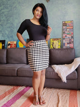 Load image into Gallery viewer, Black and White Printed Pure Cotton Pencil Skirt