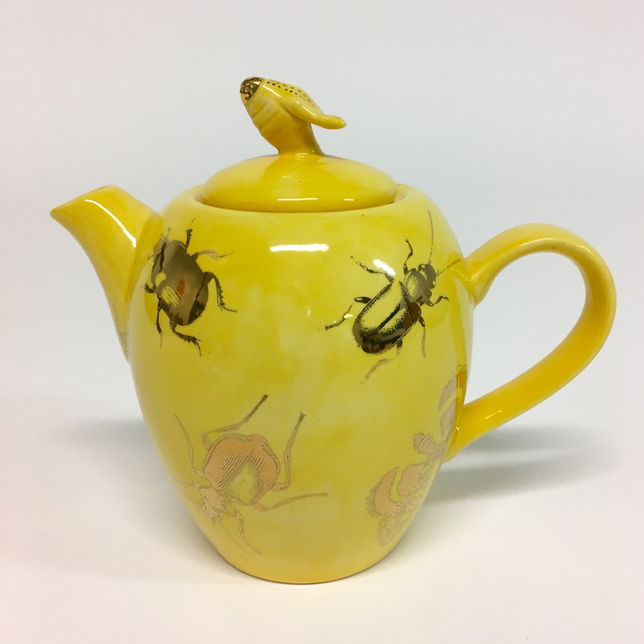A small dandelion yellow teapot