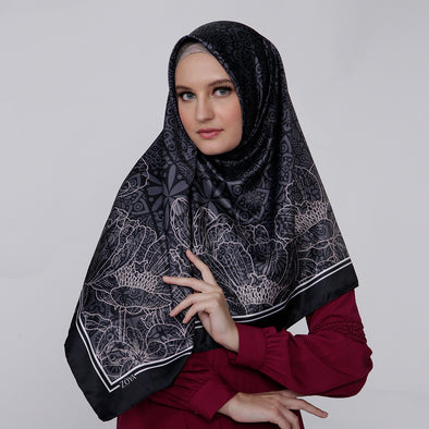 Saveria Scarf Black