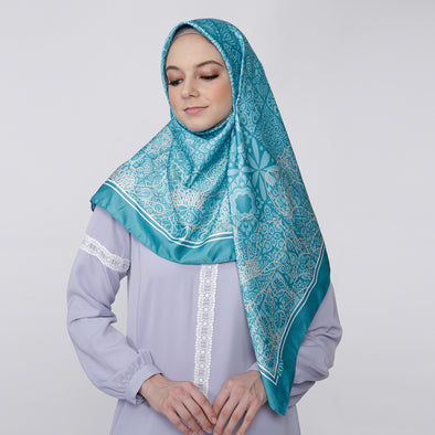 Saveria Scarf Tosca