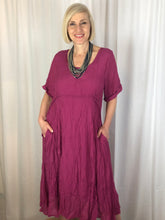 It's all about detail and comfort while still looking modern and stylish. This gorgeous empire line dress features elbow length sleeves and a soft flowing body from below the bust. Made from a blend of cotton and polyester this crinkle dress is ideal for travelling as it requires no ironing.