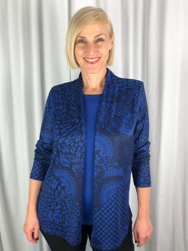 Our stunning Two In One Abstract Knit is a stylish and modern look for Autumn/Winter. Expertly designed to flatter the figure, the fine knit features a sewn in front and decorative beading on the jacket. Made from a blend of Polyester/Elastane, its light, warm and fully washable.