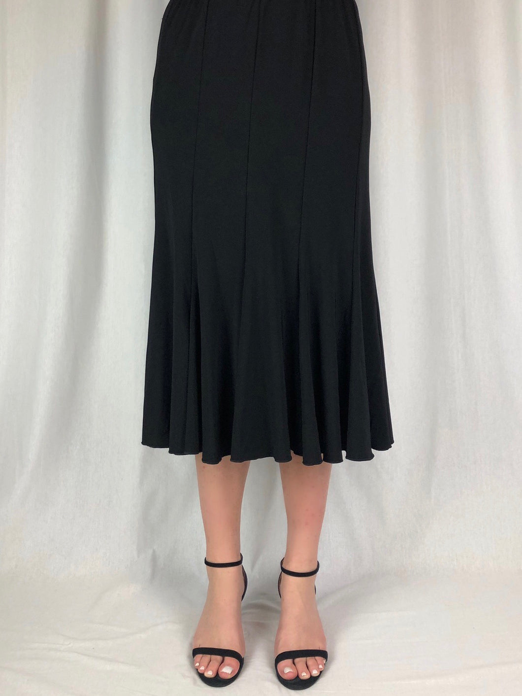Our 12 Gore Skirt with an elastic waistband is made from a slinky jersey comprising Polyester/Spandex allowing for beautiful movement. Ideal for special occasions, it's also a great piece to throw in your suitcase when travelling as it's fully washable and drip dries with no ironing required.