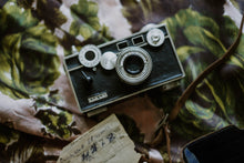 Load image into Gallery viewer, Antique WWII Film Camera + Leather Case