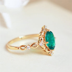 Egg-shaped Green Stone Ring Exclusive ring