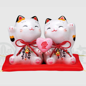 Couple Maneki-neko Holding Heart, H10.5cm, Calico Cat, Fulfillment in Love, Invites Love Luck, Lucky Cat / Fortune Cat