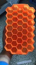 Load image into Gallery viewer, Eco-Friendly Honeycomb Pattern Silicone Ice Cube Tray
