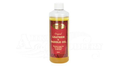 leather and saddle oil