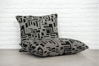 Cushion in Electro Maze Noir - Zanders & Co