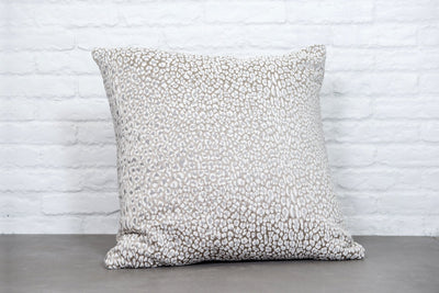Cushion in Leopardo Snow - Zanders & Co