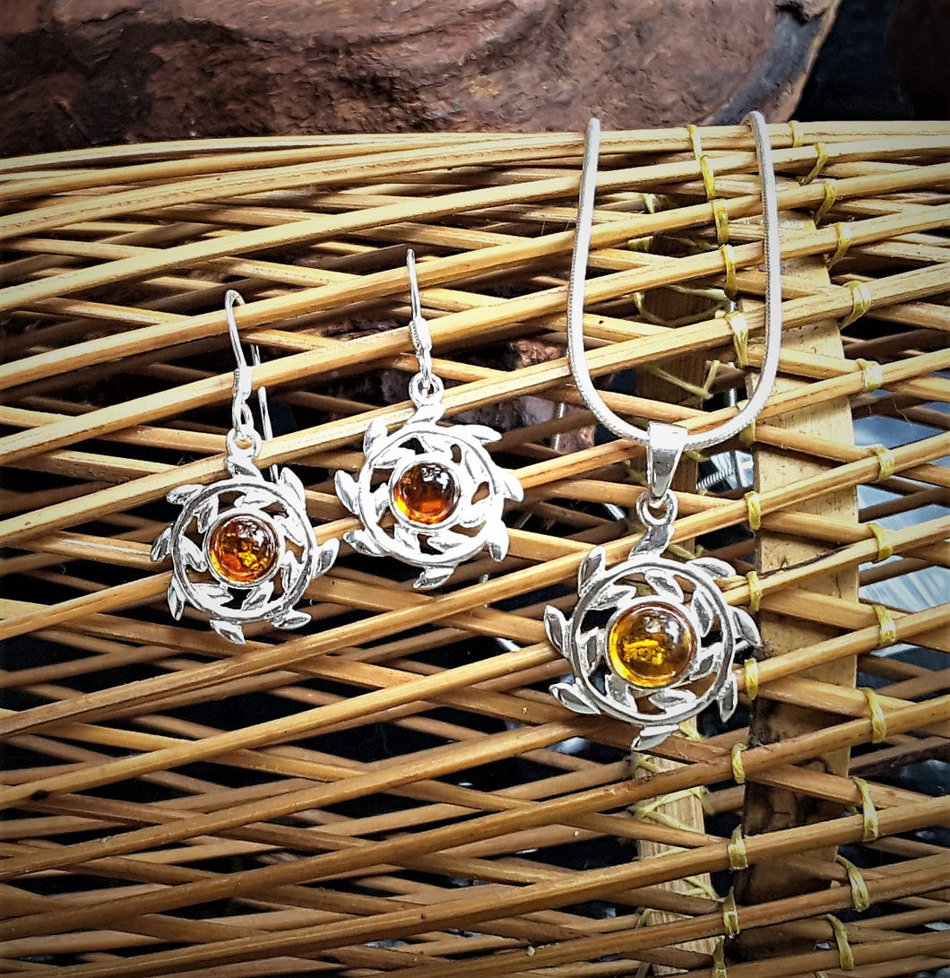 Earring , Pendant And Silver Chain Jewelry Set