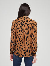 Load image into Gallery viewer, Nina Blouse Camel Black Animal