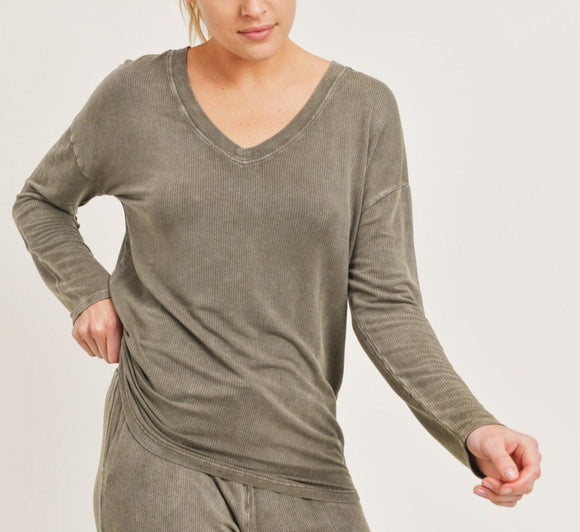 DeeDee - One Size Lightweight Slouchy Pullover