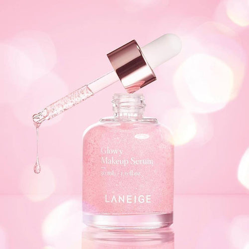 The LANEIGE Glowy Makeup Serum is water-gel texture that moisturizes the skin