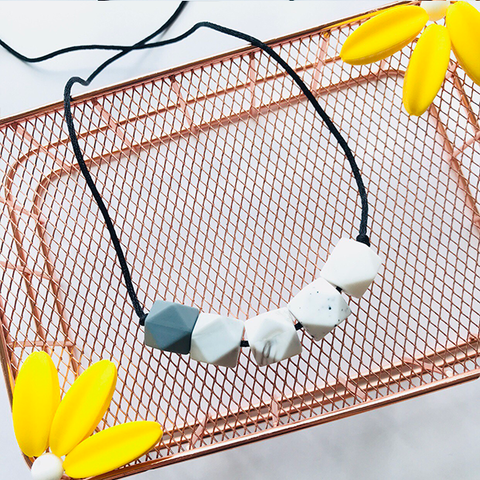 TEETHING NECKLACE // LUNA