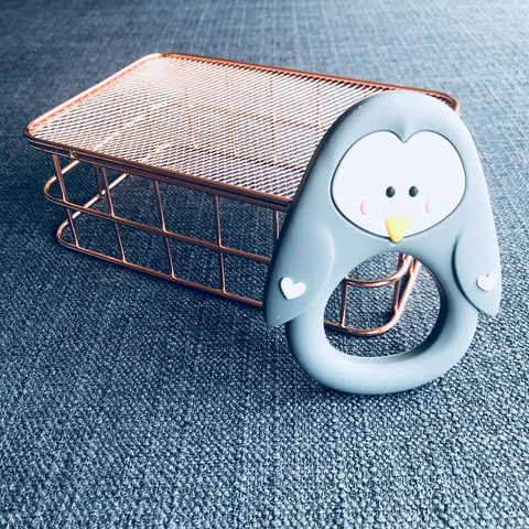 TEETHER // PENGUIN (GREY)