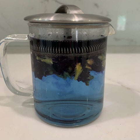 Steep butterfly peas on a french press and leave it for 10 mins.