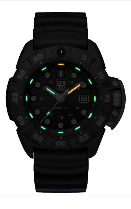 This image is of the watch in darkness to showcase the luminescence of the hour markers and hands to allow for maximum visibility in pitch black darkness as well as daytime.