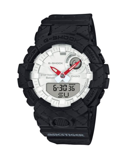 A white face combines with red coloring on the hour and minute hands for both outstanding readability and a cool look. The strap and case are black and transition into each other in the classic G-Shock way.