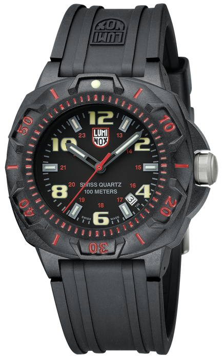 The black rubber strap and black case allows for the red second numerals and markers to stand out while inside the face the prominent even hour numerals cannot be missed.