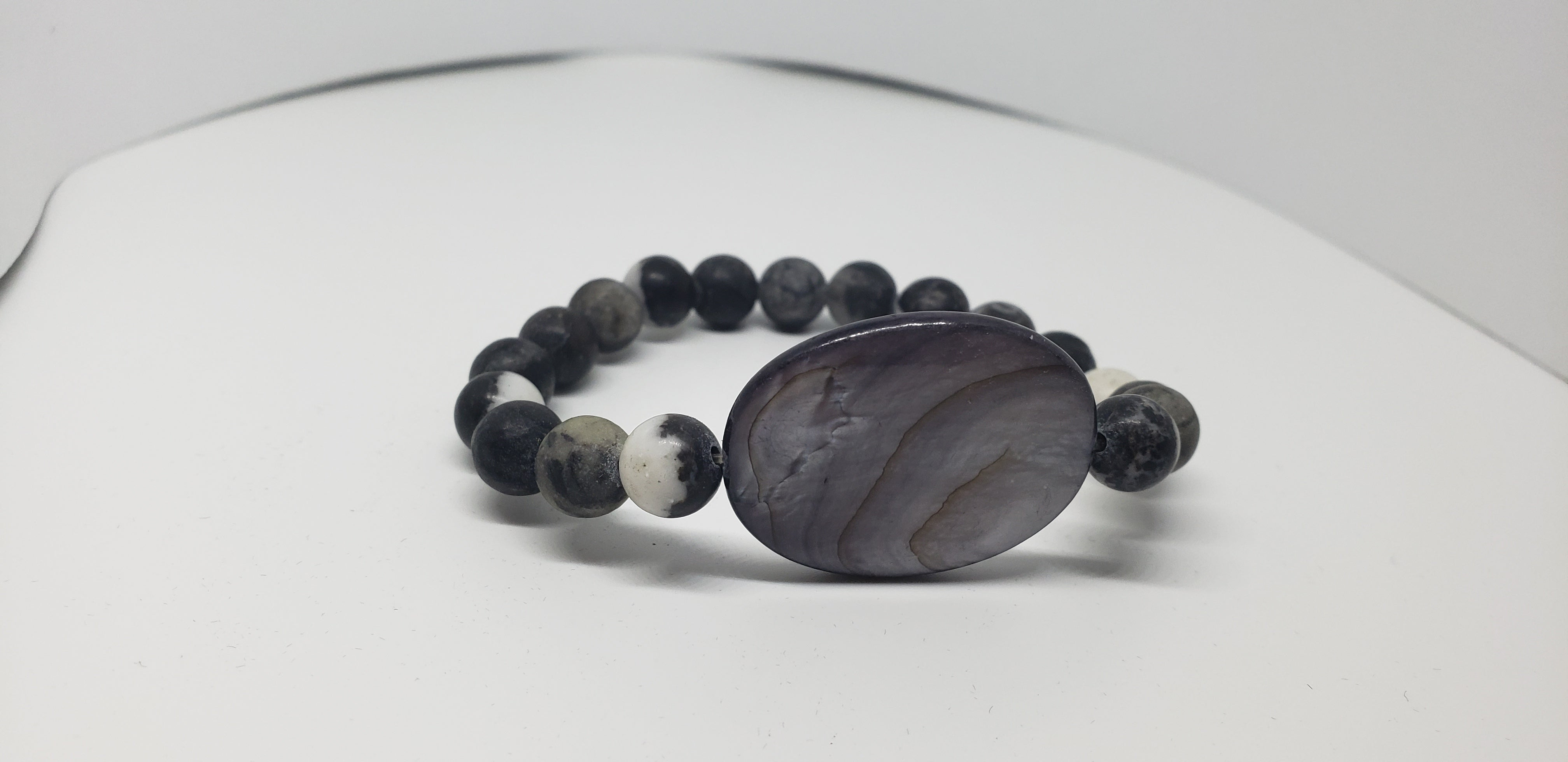 "Stoned : 7 ""  Gray and White Marble Beads Polished Shell Stretch Bracelet"