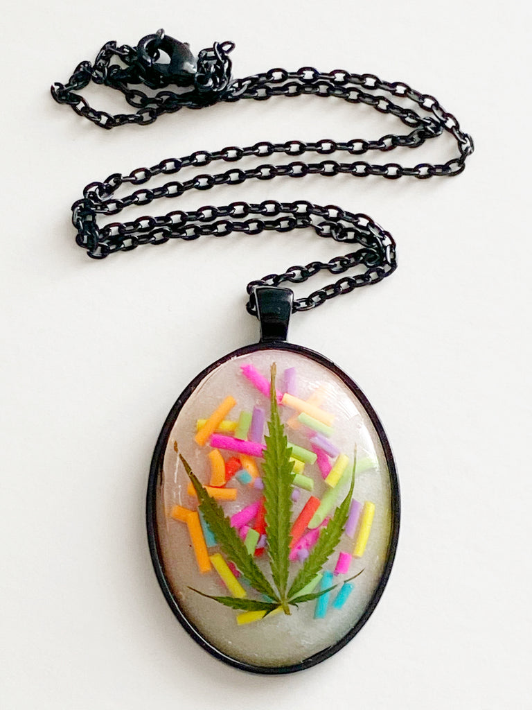 Sprinkle Leaf Necklace