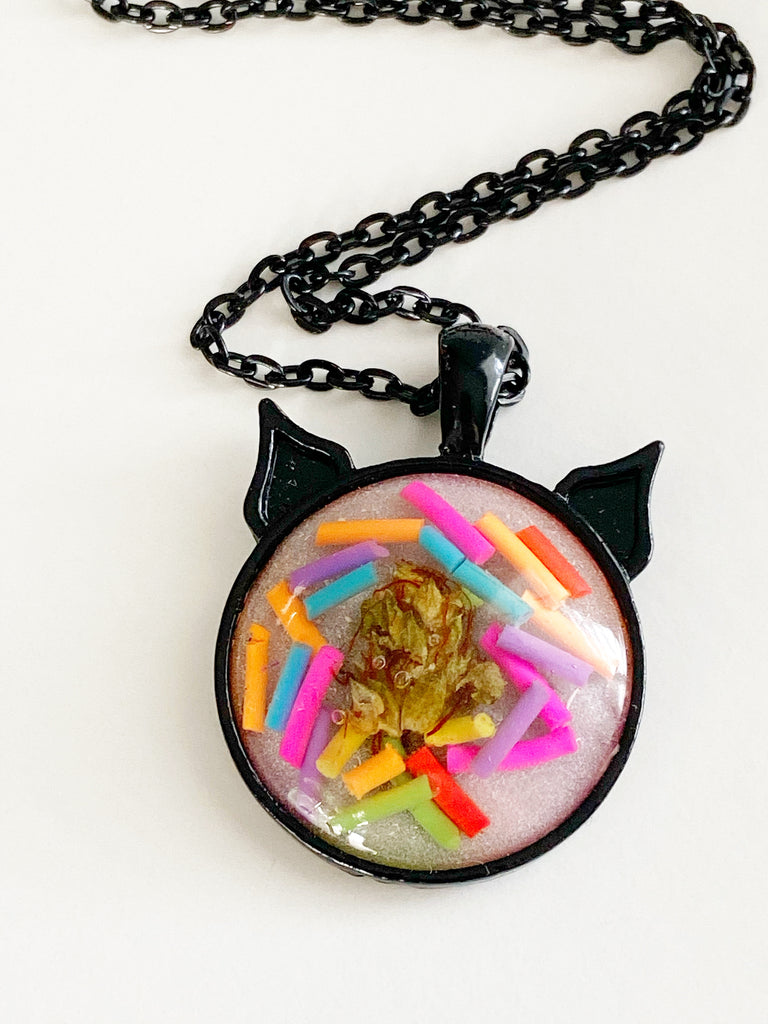Sprinkle Bud Kitten Necklace