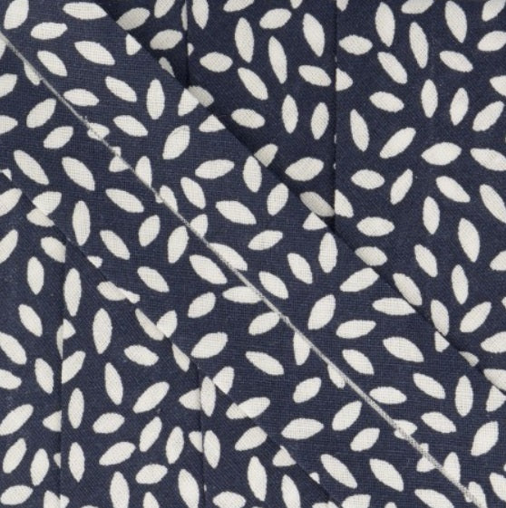 Bias tape with leafs in dark blue - € 2 / m