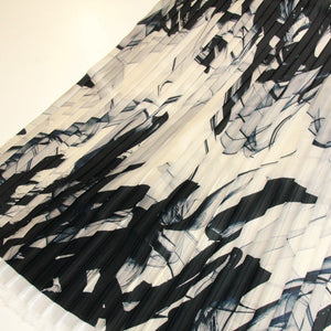White pleated fabric with blue print - piece of 110 by 70cm - € 43