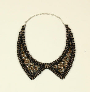 Collar with black and gold colored stones - € 15,9 / piece