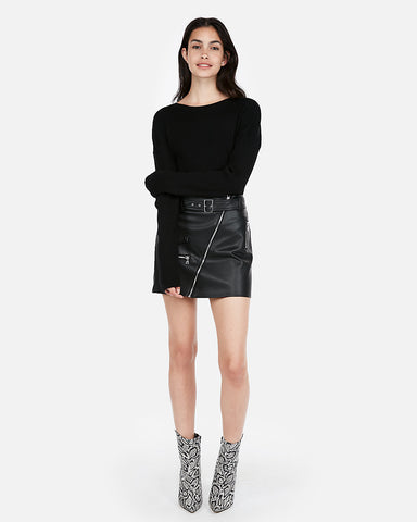 Ribbed Shirttail Hem Sweater in Pitch Black