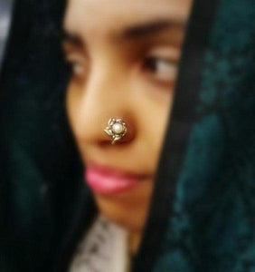 Nose pin with fresh water pearl in flower design
