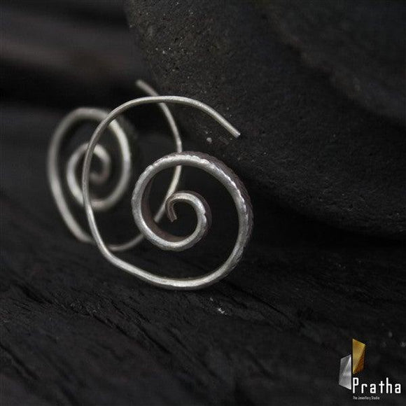 simple & stylish spiral earring handcrafted in sterling silver for everyday requirement