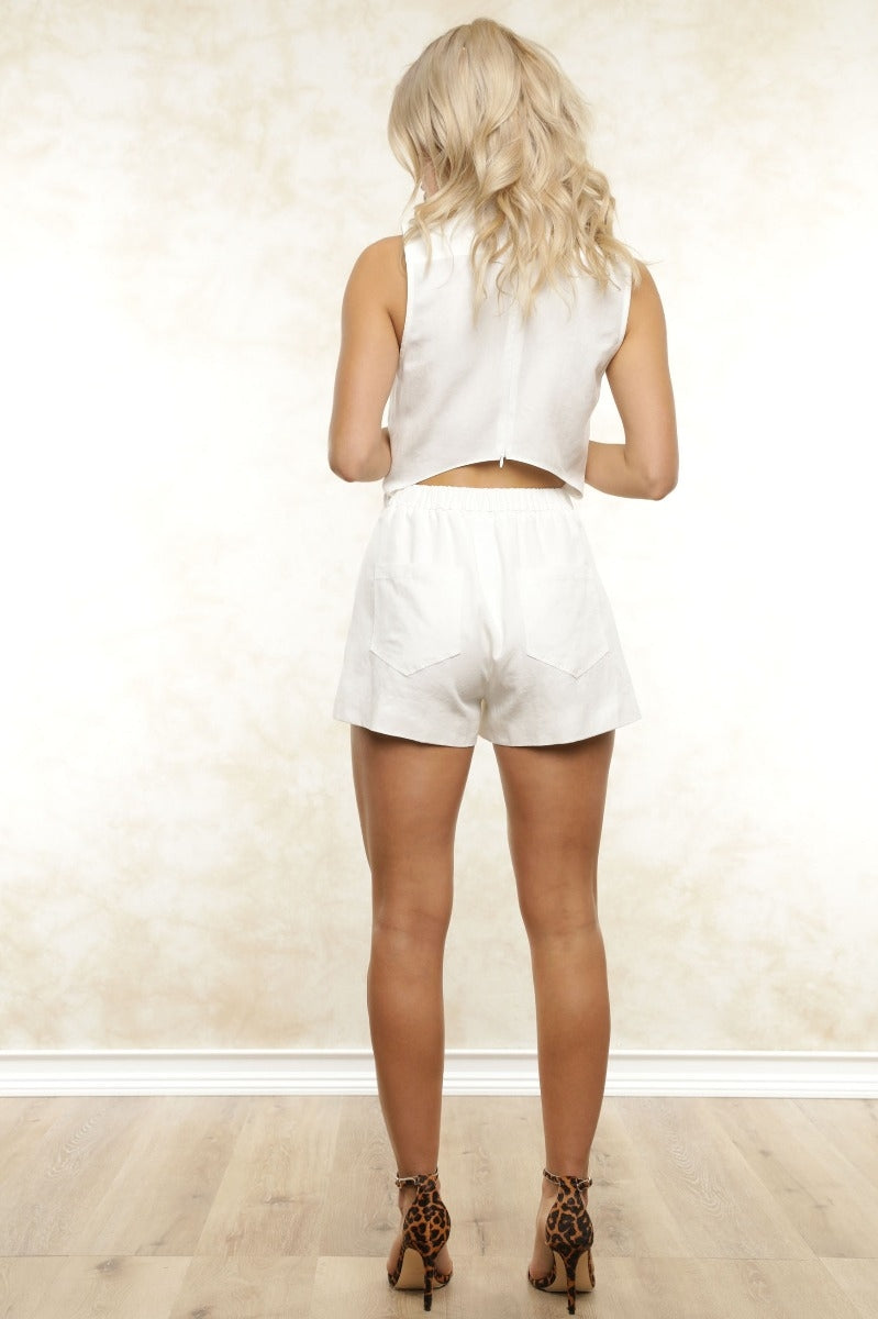 Babe, this is the perfect play-suit to beat the heat! Clean, classic white linen in a sleeveless silhouette with a breezy back cutout, you need the Sydney Linen Romper as a summer staple!