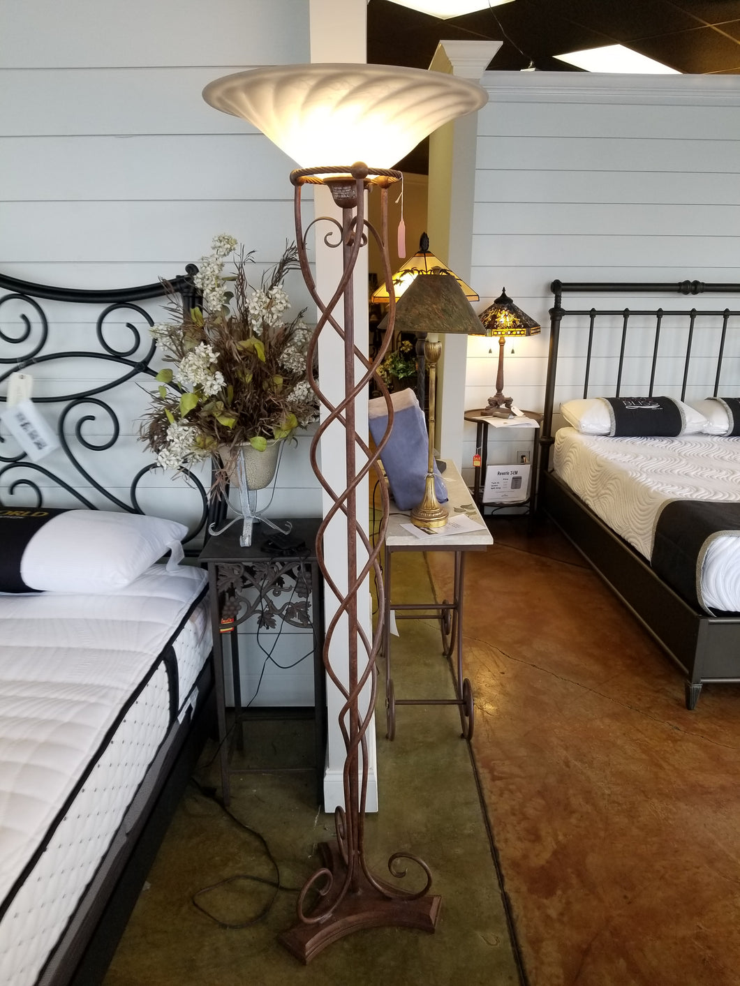 Torchiere floor lamp QG9131ZG - Ensley Fairfield Mattress Co.