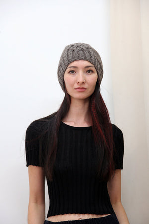 CABLE KNIT HAT FOG GREY