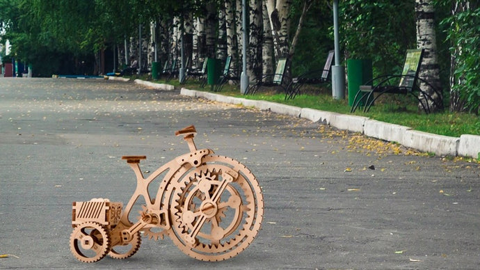 Let's ride a wooden bicycle.