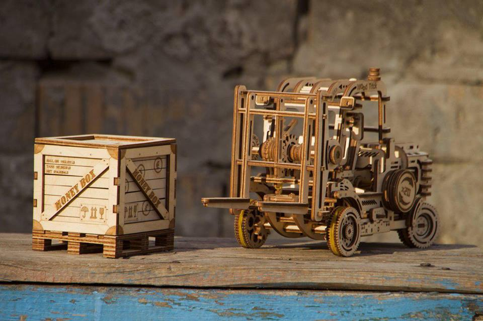 forklift wooden mechanical model toy